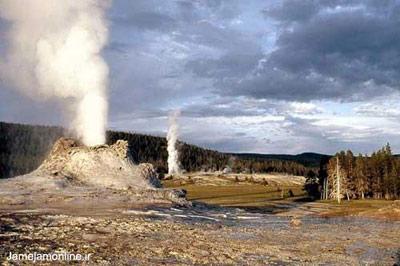 منظره دیدنی آبفشانها در پارک ملی یلوستون در ایالت وایومینگ آمریکا. بزرگترین آبفشانهای جهان در این پارک ملی وجود دارد. عکس دانیل بیاس.
