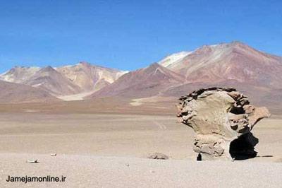 تصویر صحرای آتاکاما در شمال شیلی در سلسله جبال آند در ارتفاع چهار هزار متری که گویی بیننده شاهد یک تابلوی سوررئالیستی سالوادور دالی است. عکس