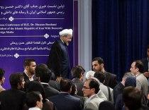 رنگ تبلیغاتی به نهاد رسید/انتقاد یک احمدینژادی ازروحانی!+عکس