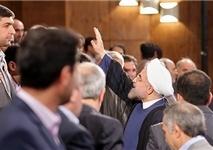 روحانی از تشویقها متعجب شد/ توهین به منتقدان توفیقی!