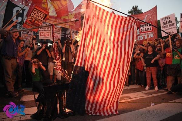 آتش زدن پرچم آمریکا در آرژانتین