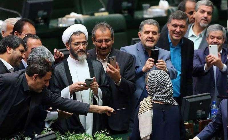 Image result for رحیمی نماینده تهران اپل گوشی