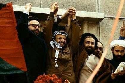سید احمد خمینی و ابراهیم یزدی، از عکس یادگاری تا حکم شلاق