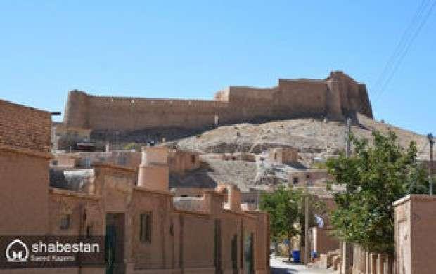 تخریب دیوار قلعه پرتغالی ها در هرمز