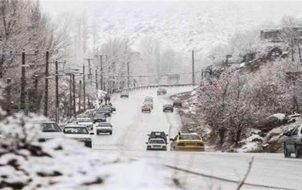 بارش برف، باران و کولاک در بیشتر جاده  ها