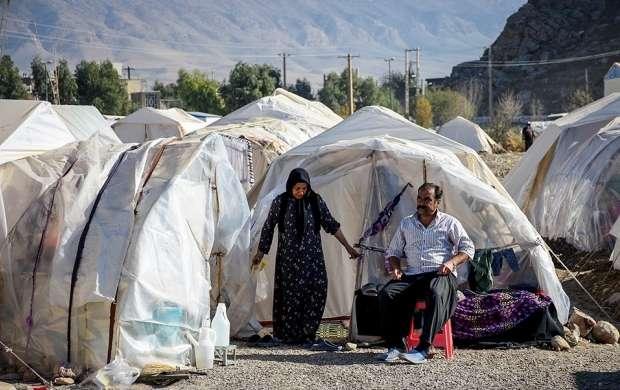 ازبین رفتن ۳۵ چادر زلزله زده ها در طوفان روز گذشته