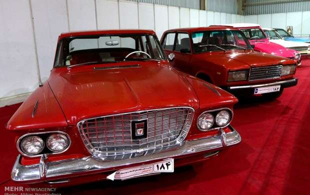 نمایشگاه اتومبیل  و موتورسیکلت های کلاسیک