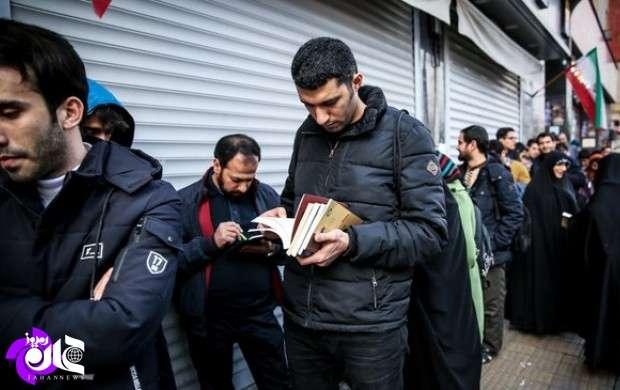 نویسنده ایرانی هنوز مخاطب را به صف می کند
