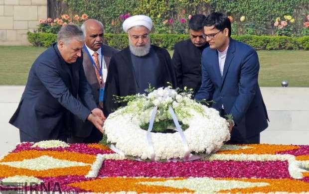 ادای احترام روحانی به ماهاتما گاندی