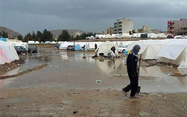 هنوز ۴۰ درصد زلزله زده ها در چادر زندگی می کنند