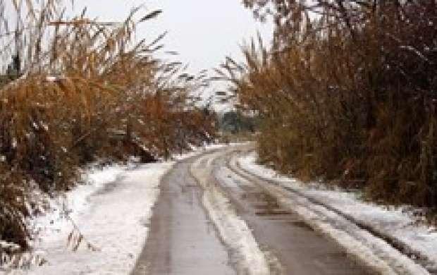 بارش برف و باران در بسیاری از جاده ها
