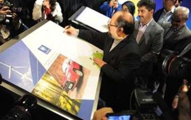 رونمايي از کتاب عملکرد ایران خودرو در مسئولیت اجتماعی