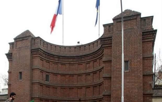 کیهان: چرا ایران سفیر فرانسه را اخراج نمیکند؟