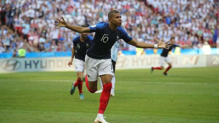 برتری فرانسه در نیمه اول فینال جام جهانی