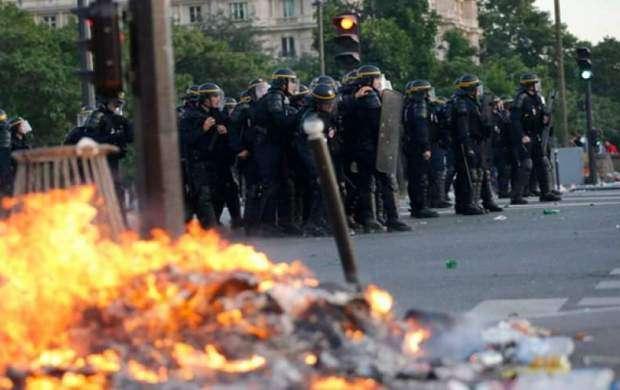 پیروزی در مسکو، شورش در پاریس!