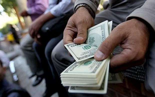 بازار ارز را دلالان مدیریت میکنند یا دولت؟/ چرا دولت به تماشاچی بازار تبدیل شده است؟