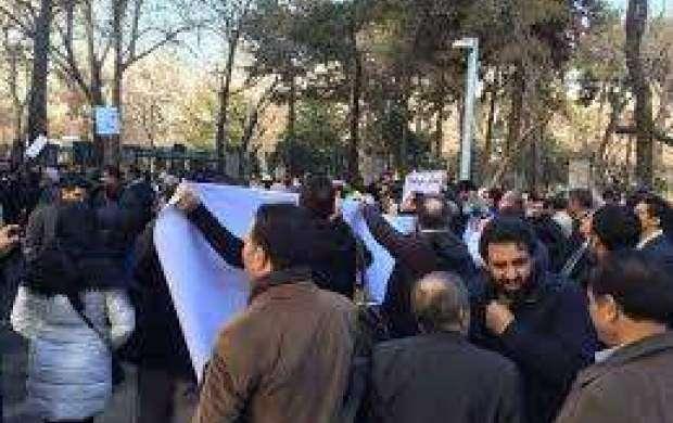 دو تجمع مقابل شورای شهر تهران