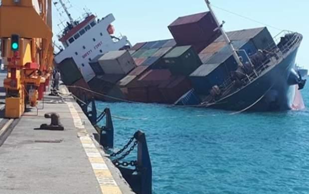کشتی باری در بندر شهید رجایی دچار سانحه شد