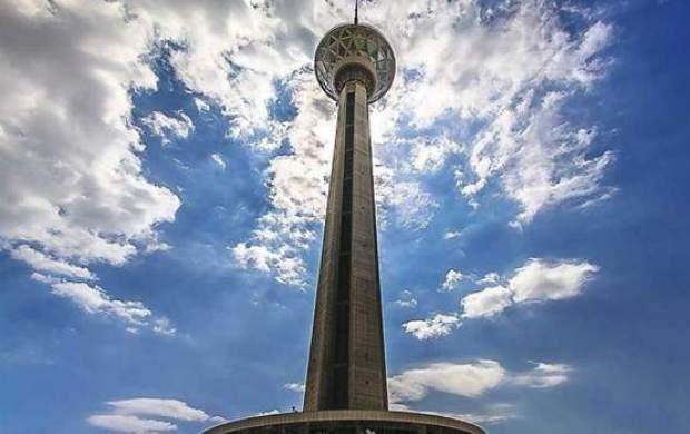 برج میلاد جمعه قرمز میشود!