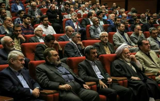 تحلیل اطرافیان پرشور احمدینژاد اشتباه است