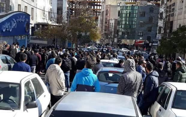 هجوم هواداران به ساختمان استقلال +تصاویر