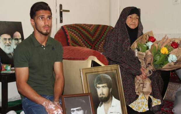 ستارهپرسپولیس با خانواده شهید علیپور دیدار کرد