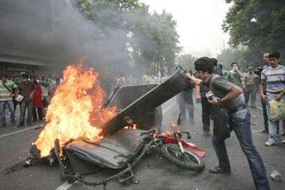 تصاویر و حاشیه های درگیری و تظاهرات روز عاشورا در تهران