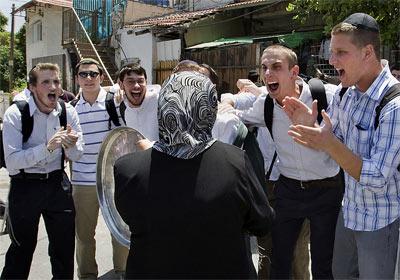 زن محجبه فلسطینی و اسرائیلی ها