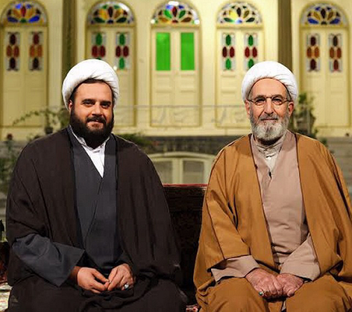 دو بازيگر كمدي در نقش روحانيت