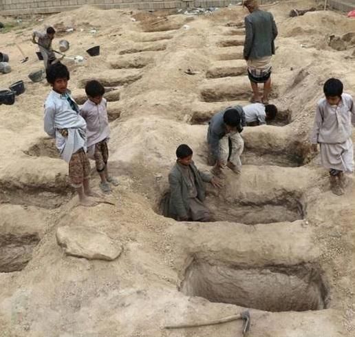 کودکانی که برای رفقای شهیدشان قبر میکنند